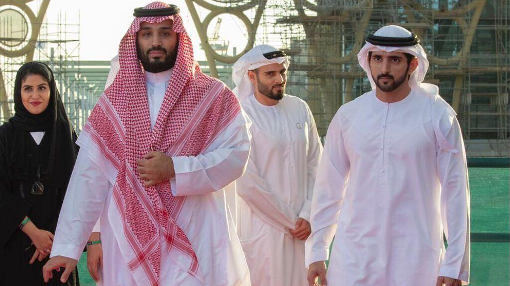 A la derecha, el heredero de Dubai junto a su padre