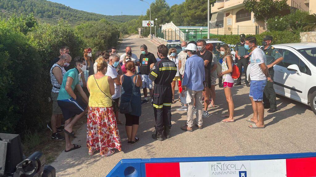 Los vecinos del edificio derrumbado en Peñíscola vuelven a sus casas para recoger pertenencias