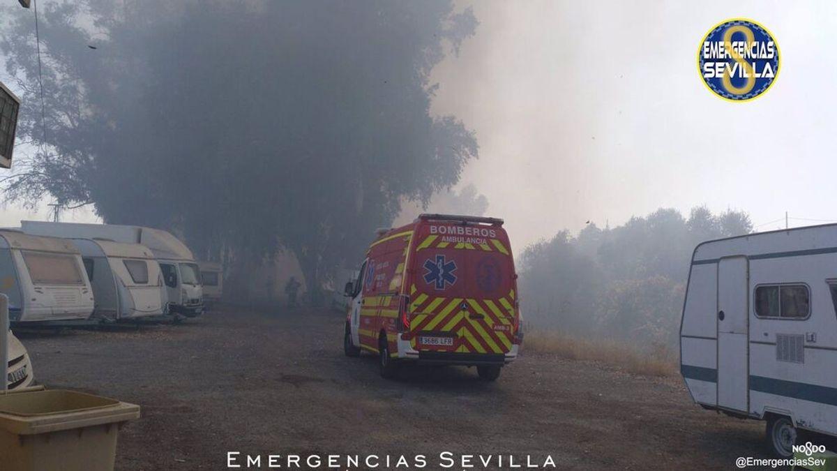Un incendio afecta a un parking de autocaravanas en el Aeropuerto Viejo de Sevilla