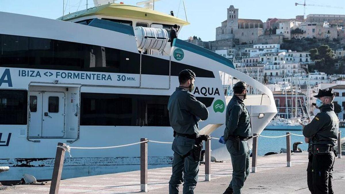 Un niño de 10 años, en estado grave tras el choque de un ferry contra un islote en Ibiza