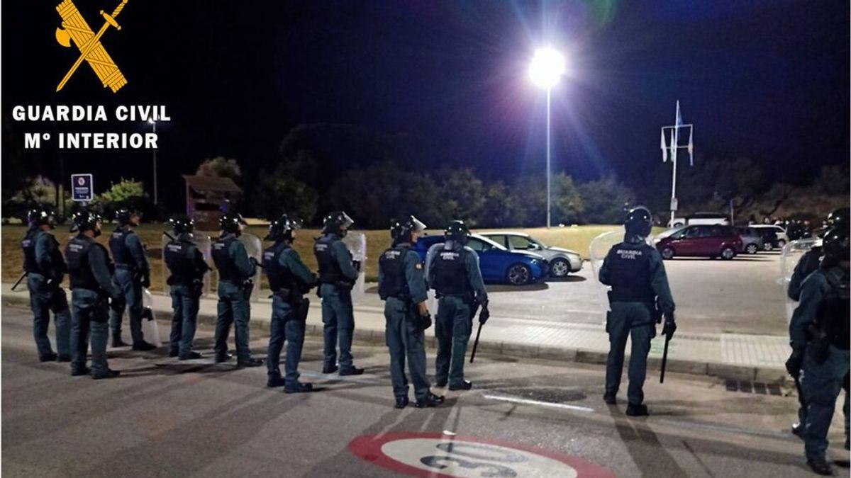 Detenidos 18 jóvenes en un macrobotellón en Noja en el que había unas 600 personas