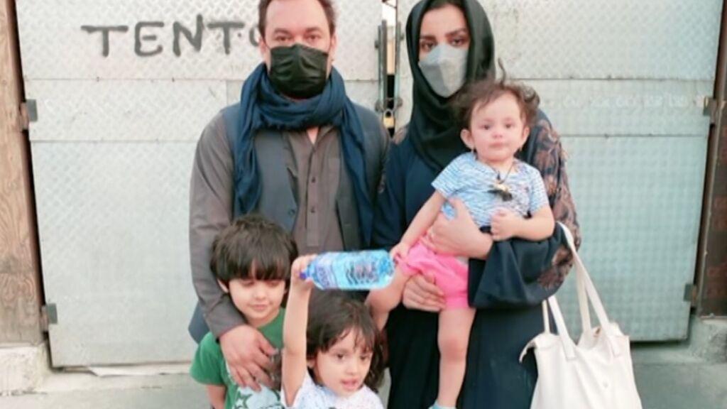 Nilofar Ayoubi, una activista afgana, logra salir del país gracias a la ayuda de una vecina de Sitges