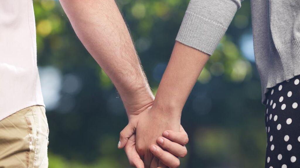 Estas son todas las diferencias entre contraer matrimonio o ser pareja de hecho: del régimen económico al jurídico.