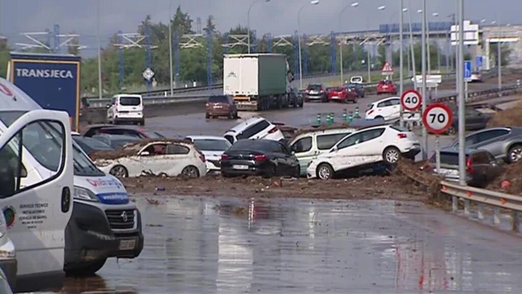 Decenas de coches quedan atrapados en una autovía en Toledo por las fuertes lluvias de la DANA