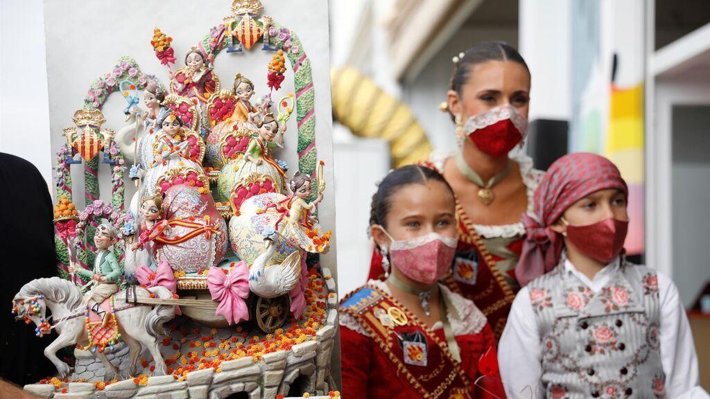 Valencia festeja las Fallas más atípicas: fuera de fecha y con mascarillas