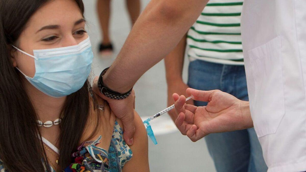 España alcanza el objetivo del 70% de población vacunada con pauta completa