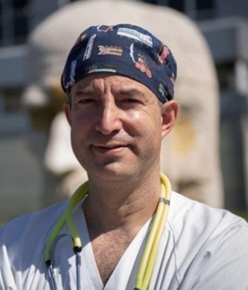 César Carvallo, el televisivo médico de Urgencias que asesora a la expedición