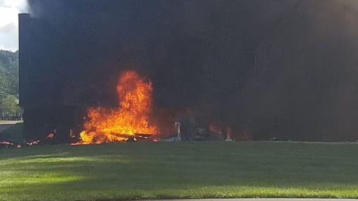 Un avión impacta en un edificio en Connecticut y causa un incendio