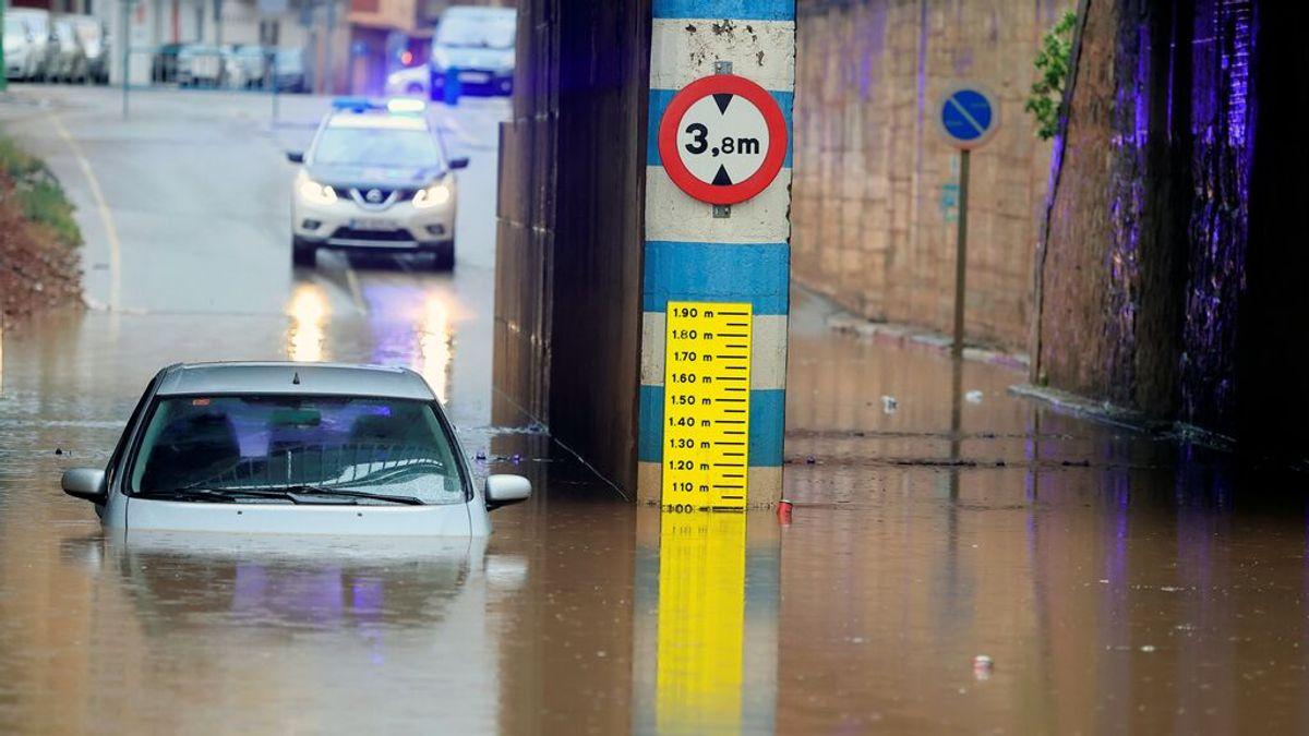 ¿Qué hacer si nos quedamos atrapados en el coche en una riada?