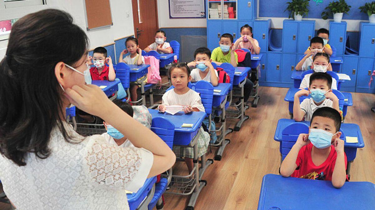 Desde prohibir hablar en clase a vacunar a los niños : así lidian con la variante delta vuelta al cole Asia