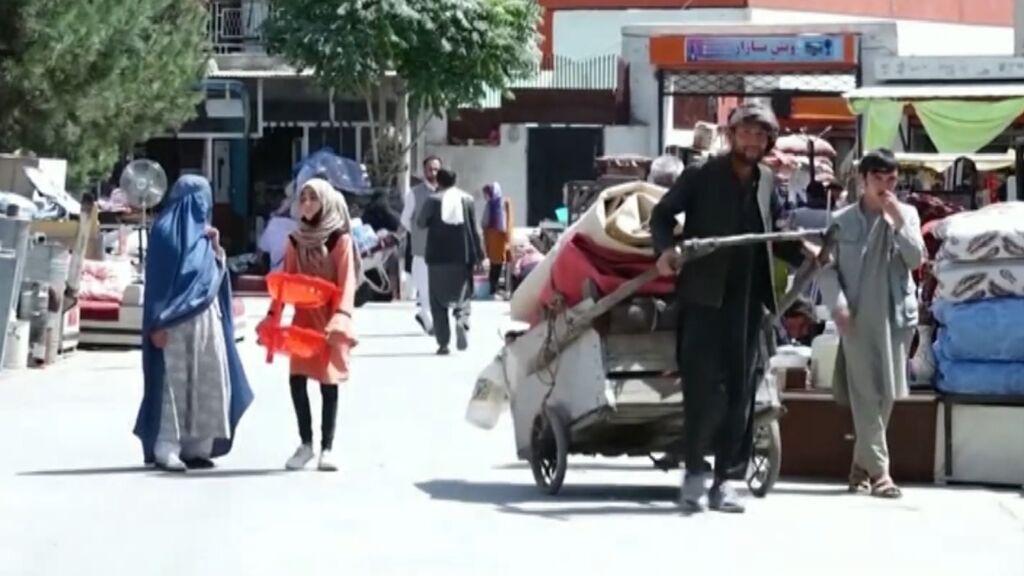 La profunda crisis económica de Afganistán: mercados llenos de gente sin nadie para comprar