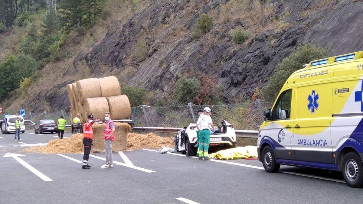Fallecen dos personas tras colisionar un turismo y un camión en Soraluze