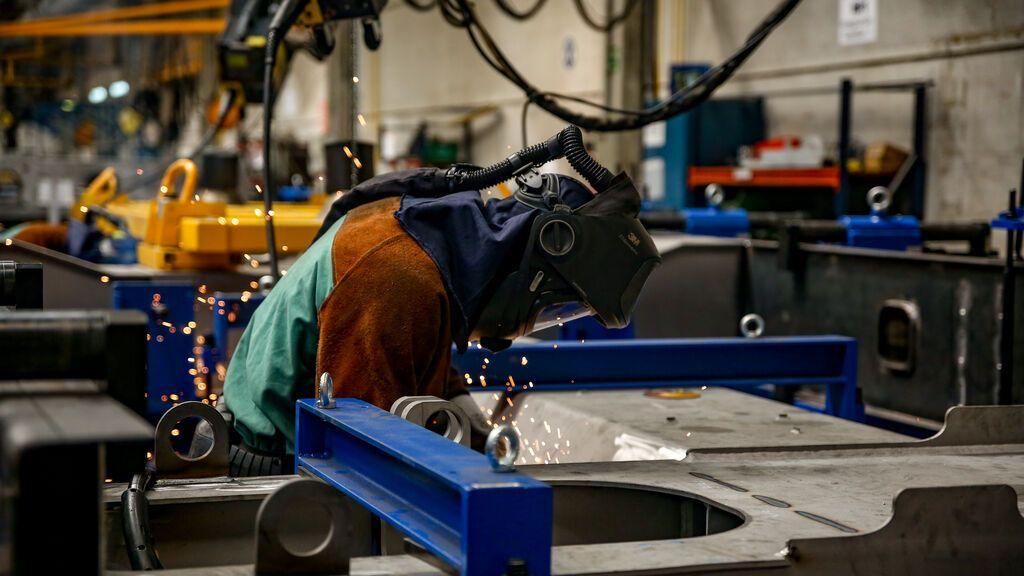 La industria y la construcción demuestran la fortaleza de la recuperación del empleo