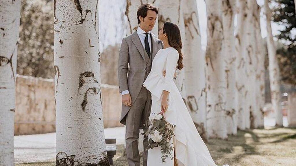Todos los detalles del vestido de boda de María F. Rubíes: de su característico abrigo a su segundo vestido más desenfadado y original.