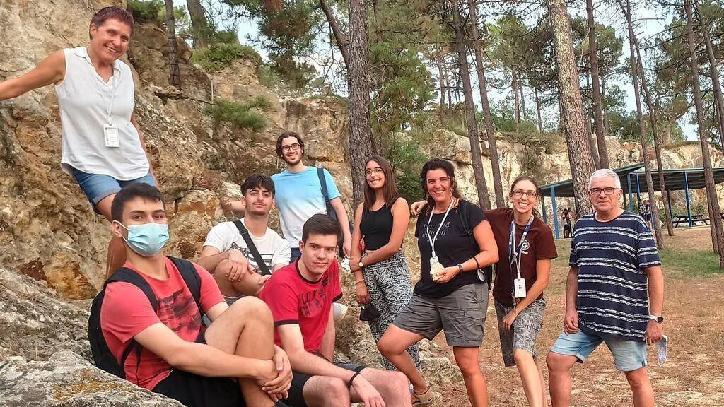 Álvaro, a la izquierda, en Caldes de Malavella, sedimentos silicificados por efecto de aguas termales