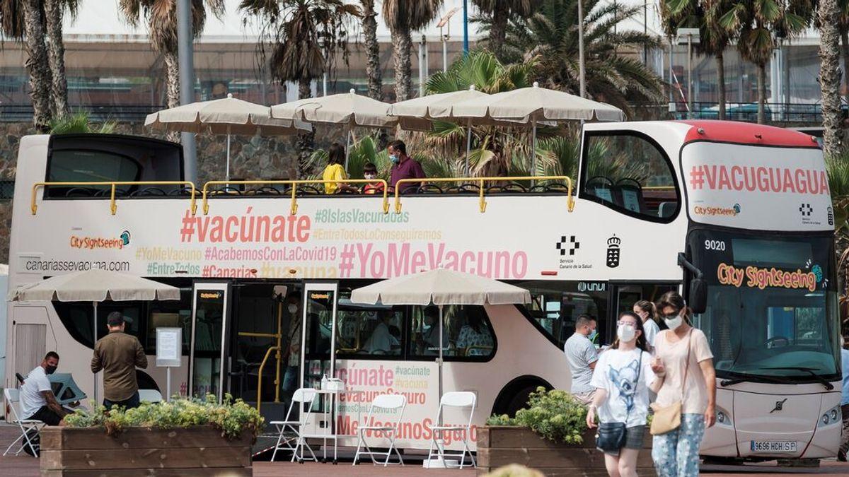 Las comunidades se lanzan a por los no vacunados: buses itinerantes, puntos sin cita previa y mensajes en TikTok