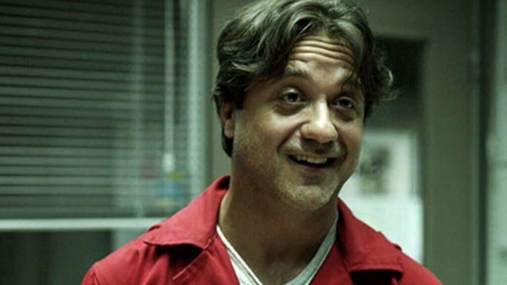 Enrique Arce, en su papel de Arturo Román en 'La casa de papel'