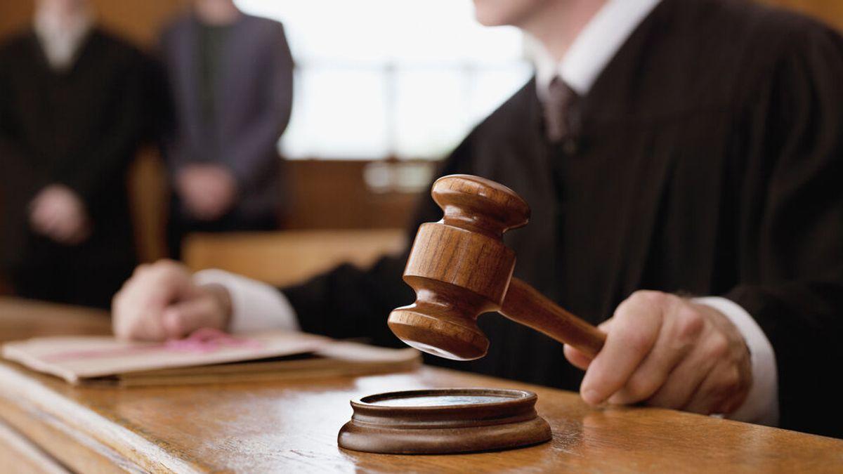 Un juez condena a un terrorista de ultraderecha a leer literatura clásica y no libros supremacistas