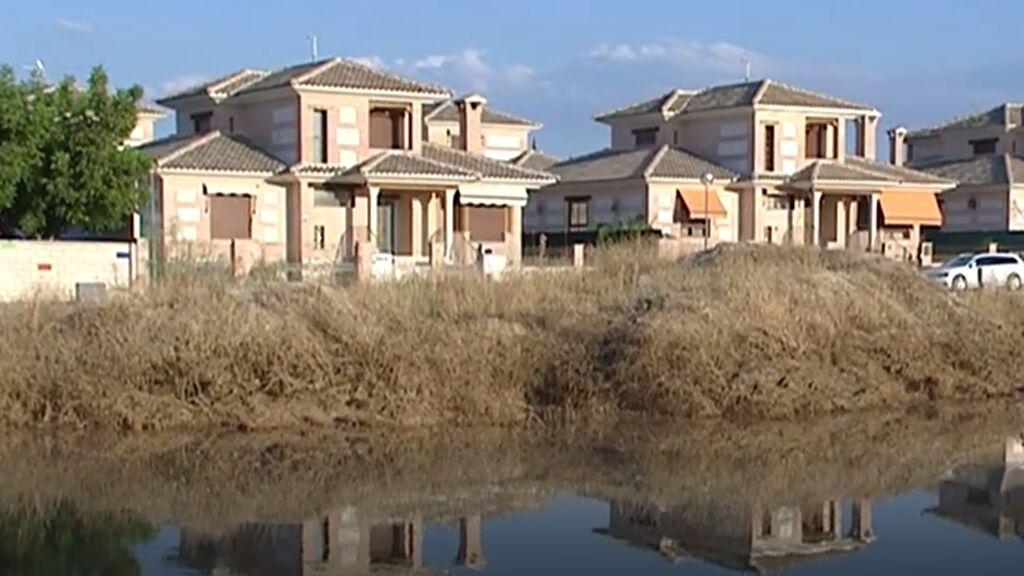 La DANA deja al descubierto las casas construidas en los cauces de los ríos