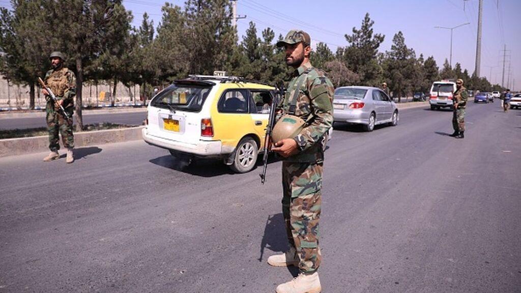 Bruselas admite que negociar con los talibanes será la única vía para seguir las evacuaciones
