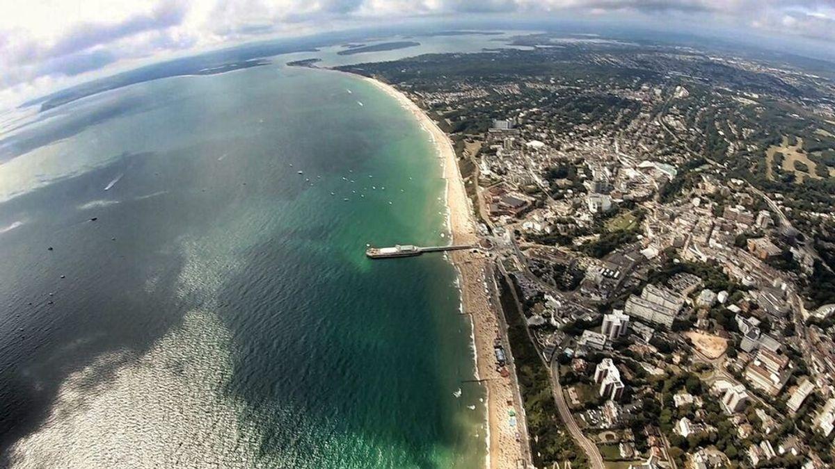 Un avión se estrella en el agua en el Bournemouth Air Festival del Reino Unido: la tripulación está a salvo