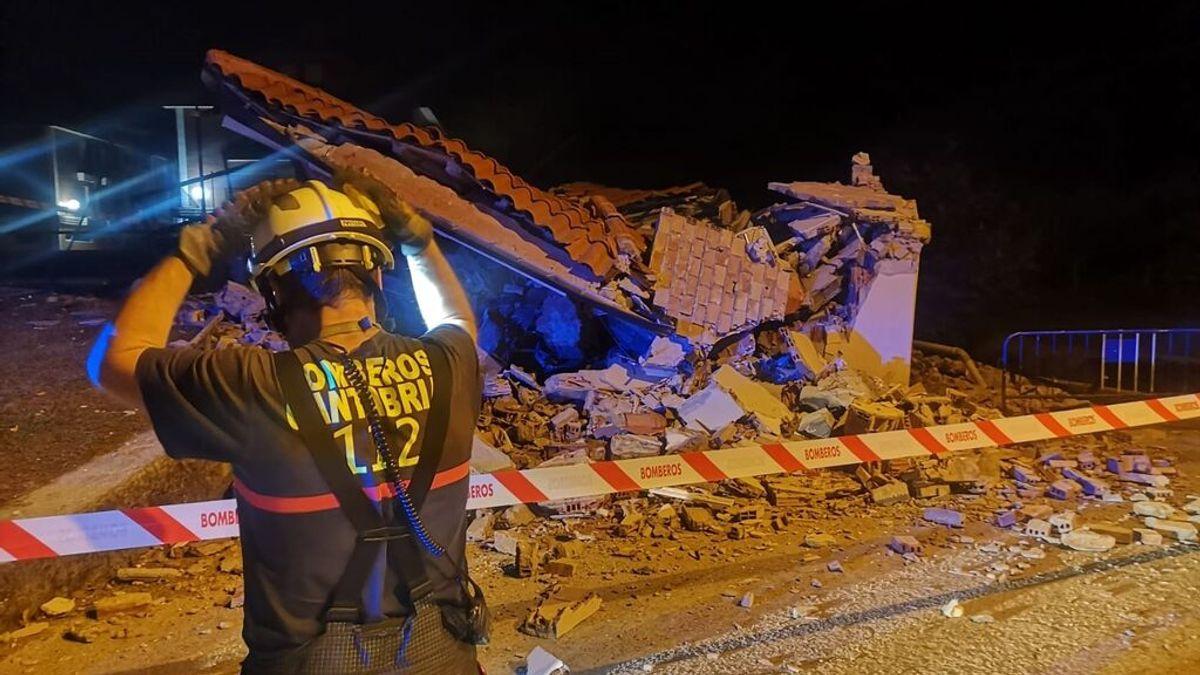 Diez jóvenes logran salir de un edificio municipal de Cantabria antes de que se derrumbe
