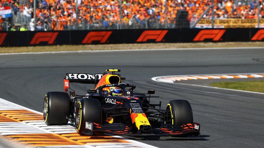 Verstappen resiste a Hamilton y se lleva la victoria en el GP de Países Bajos: Alonso remontó al sexto puesto y Sainz, séptimo