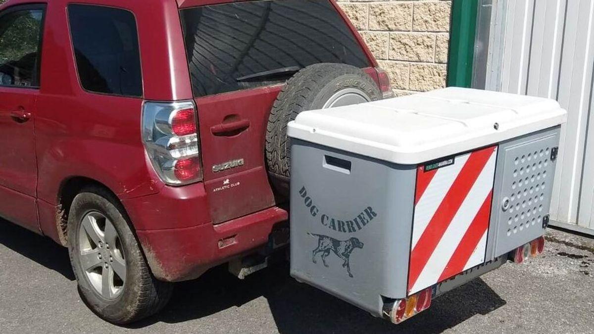 Rescatan a un perro abandonado al sol en el remolque de un coche en Navarra: estaba en shock térmico