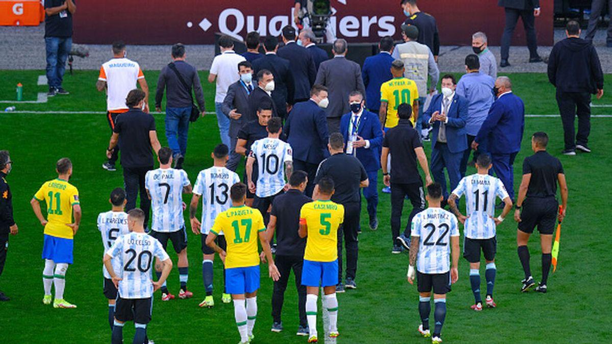 La interrupción del Brasil - Argentina: ¿qué jugadores se saltaron la ley?