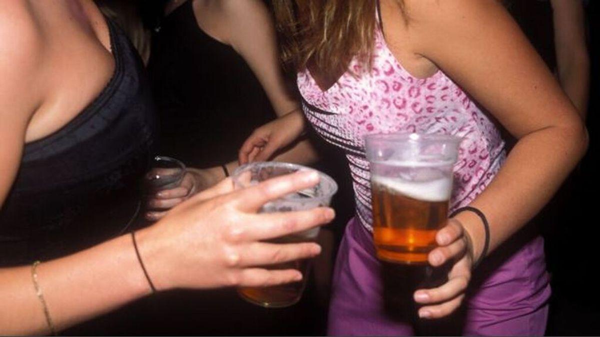 El alcohol, sobre todo en la adolescencia está asociado a  un mayor riesgo de cáncer de mama en el futuro
