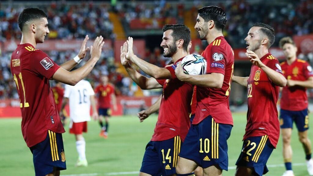 Los jugadores celebrando uno de los goles.