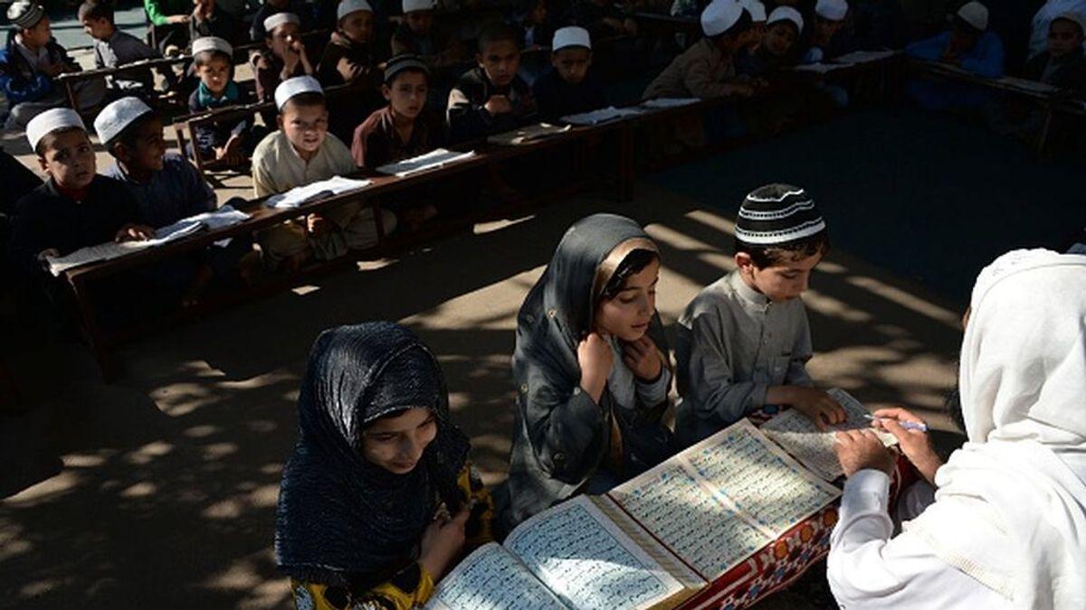 Los talibanes imponen el niqab a las estudiantes universitarias en clases separadas por sexo