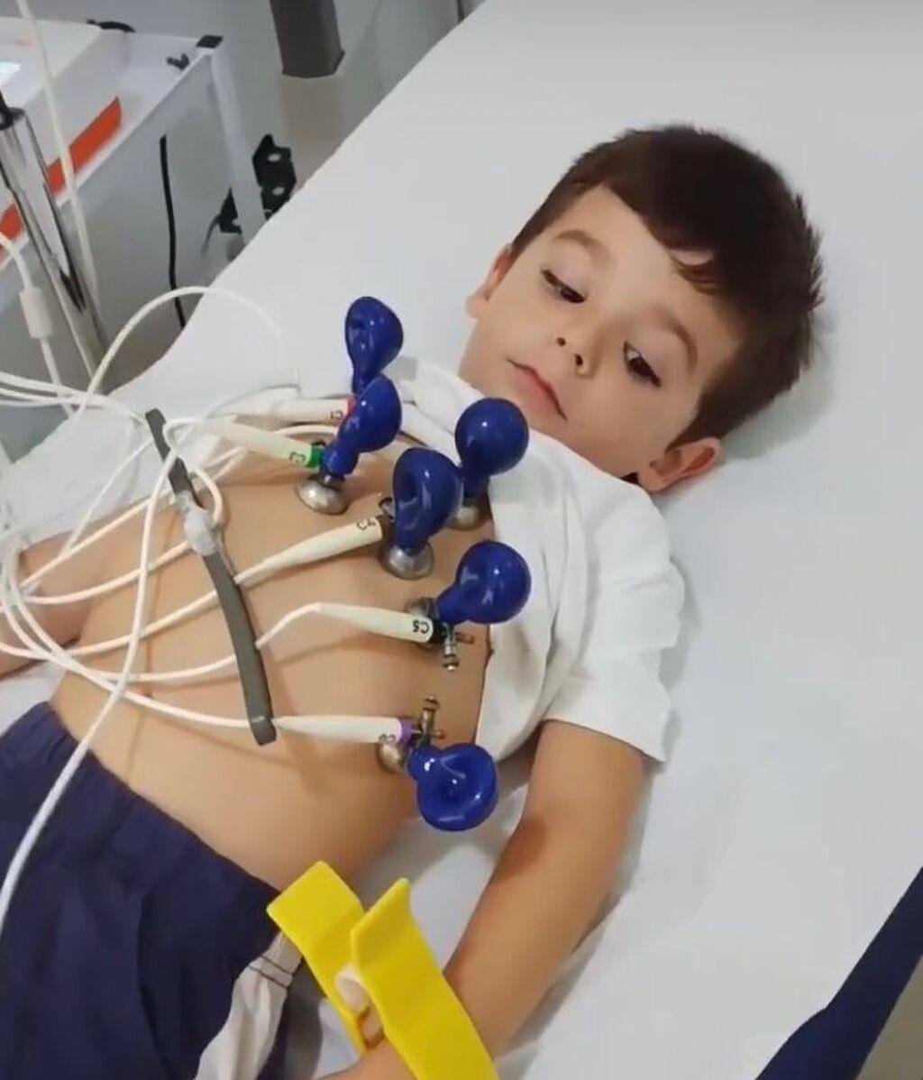 Hugo Molina pasando el reconocimiento médico