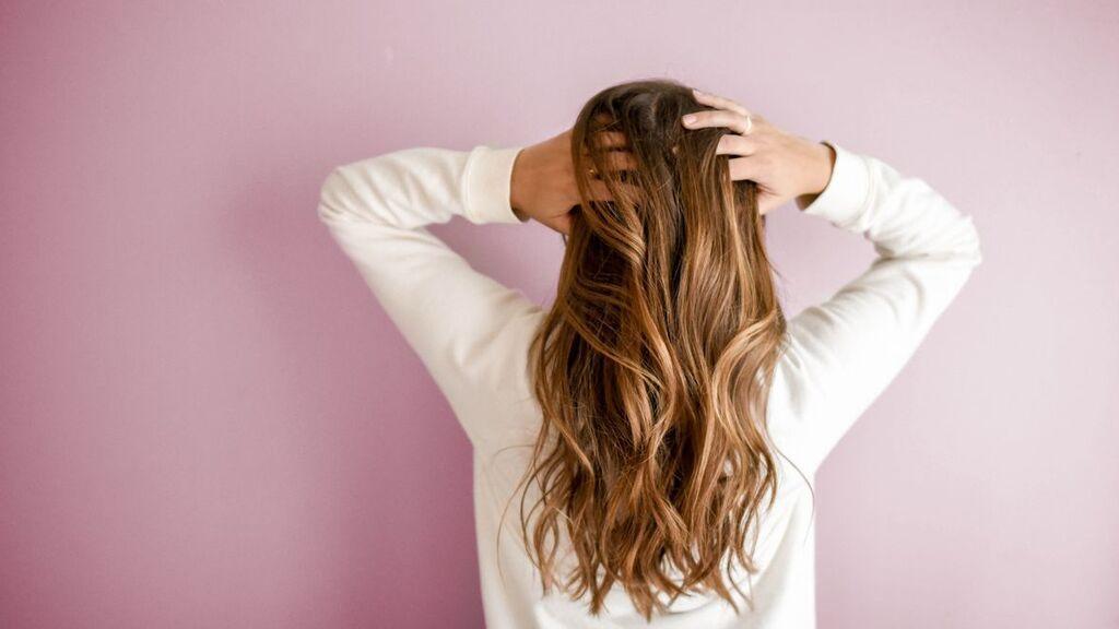Cómo recuperar la suavidad del pelo después de las vacaciones de verano: los tips que harán que tu cabello se vea más brillante y natural