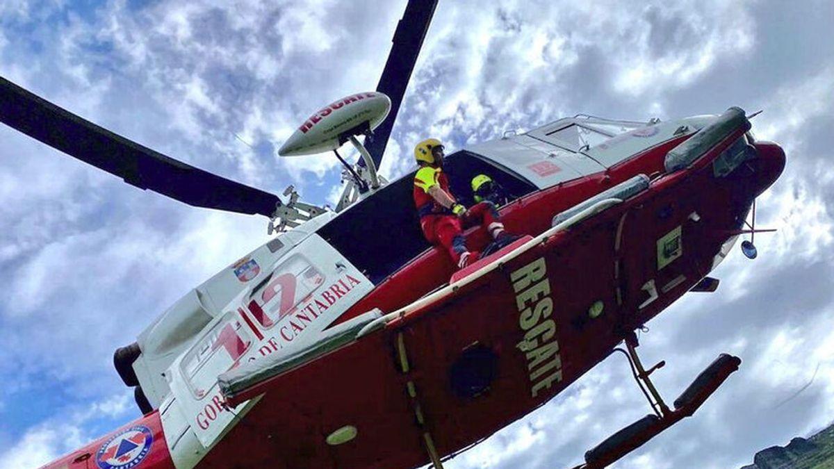 Helicóptero que ha rescatado el cuerpo del hombre fallecido