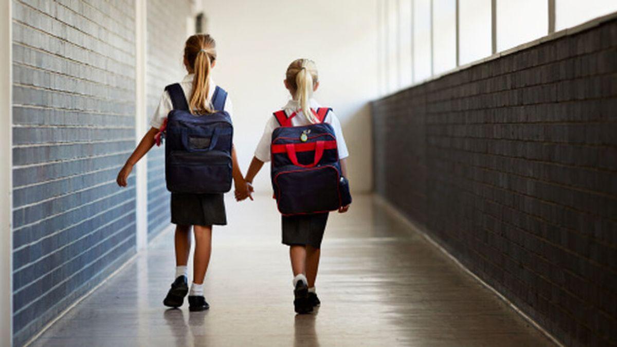 """Un colegio de Mallorca decide eliminar el uniforme femenino porque las niñas """"llevan la falda muy corta"""""""