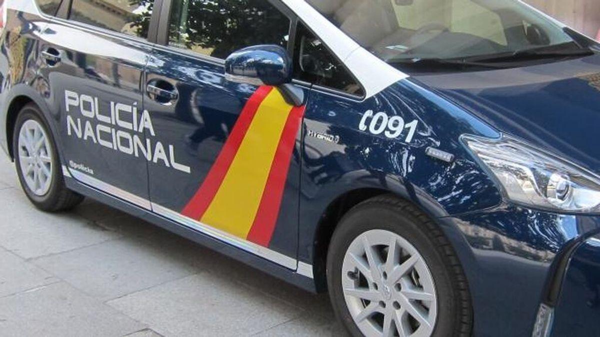 Buscan a dos hombres que agredieron con un hacha a otro en una vivienda de Alicante