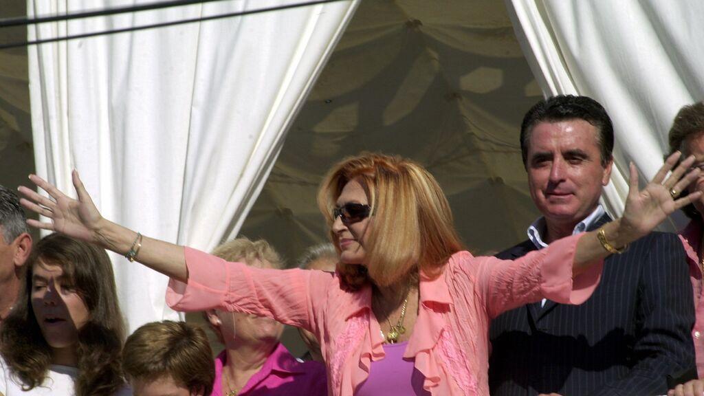 La prima de Rocío Carrasco hace unos años con su tía en el balcón de Chipiona