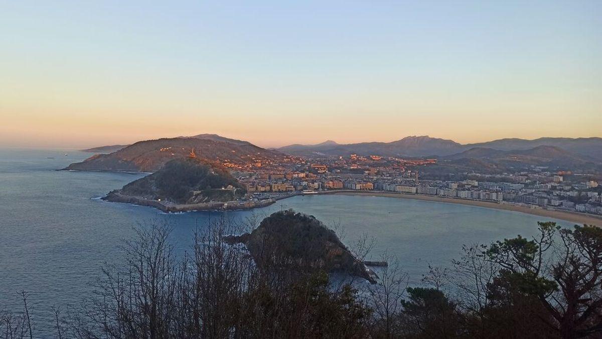 La isla Santa Clara en la bahía de La Concha de San Sebastián.