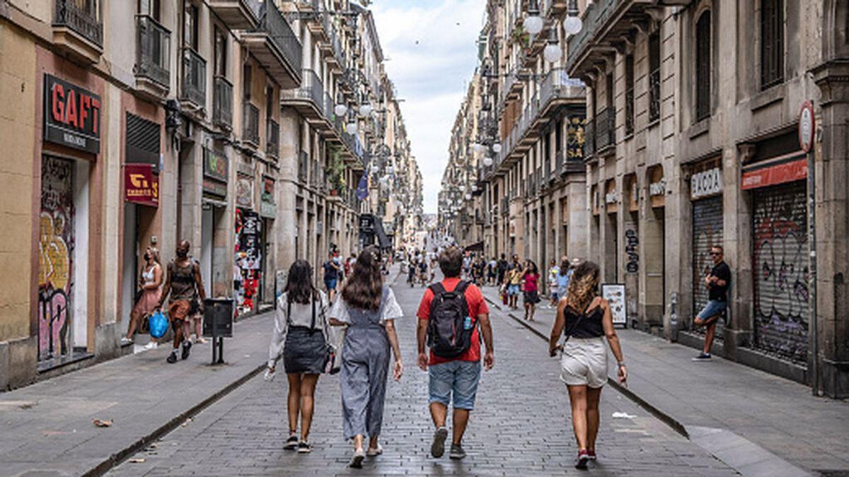 España baja a un nivel de riesgo medio y las comunidades anuncian la relajación de medidas
