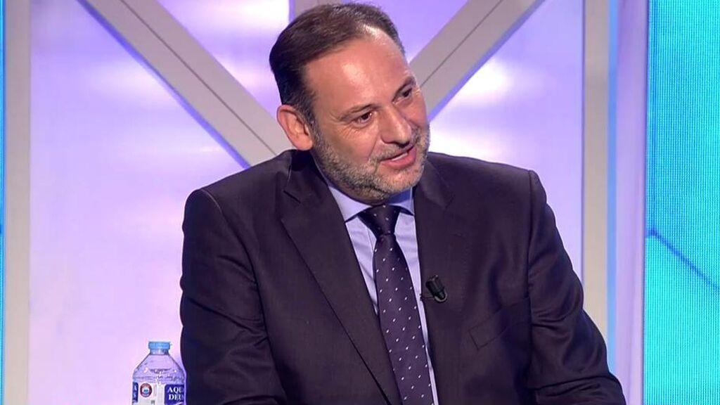 José Luis Ábalos se estrena en 'TEM' entre bromas y 'pulla' a Pedro Sánchez