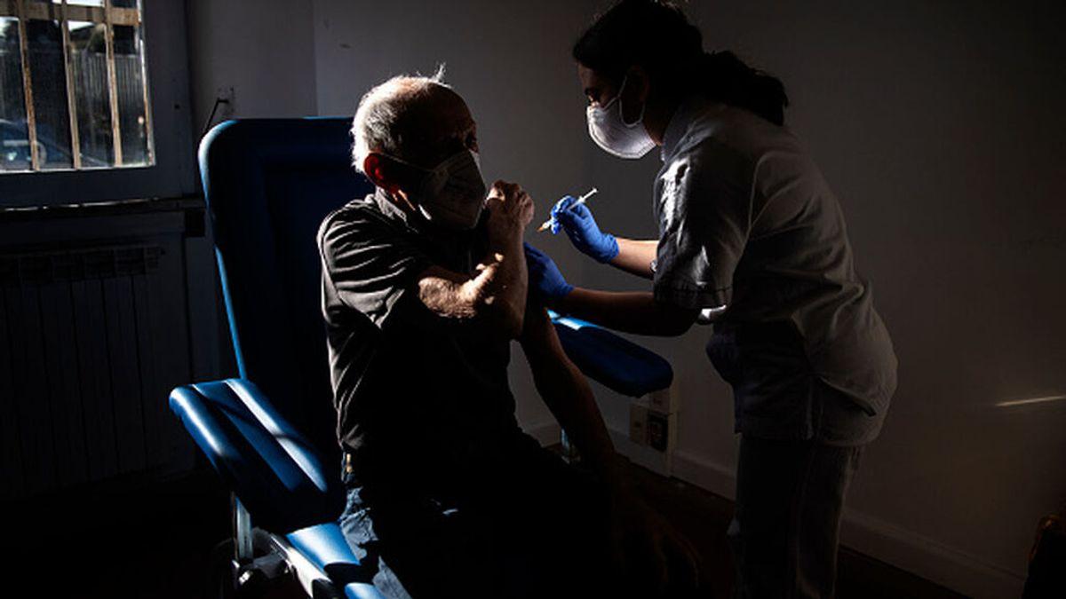 La inmunosenescencia y el riesgo de hospitalización en los mayores vacunados: la tercera dosis, más cerca