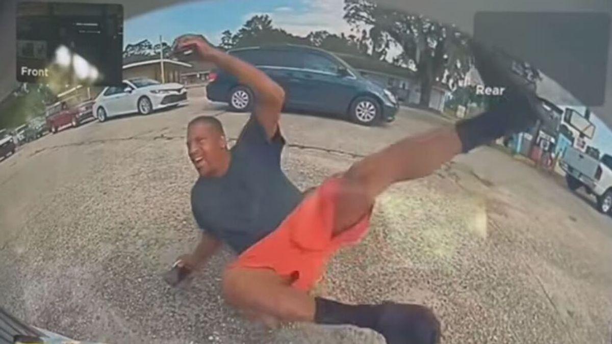 Un hombre finge haber sido atropellado por un Tesla, pero la cámara lo delata