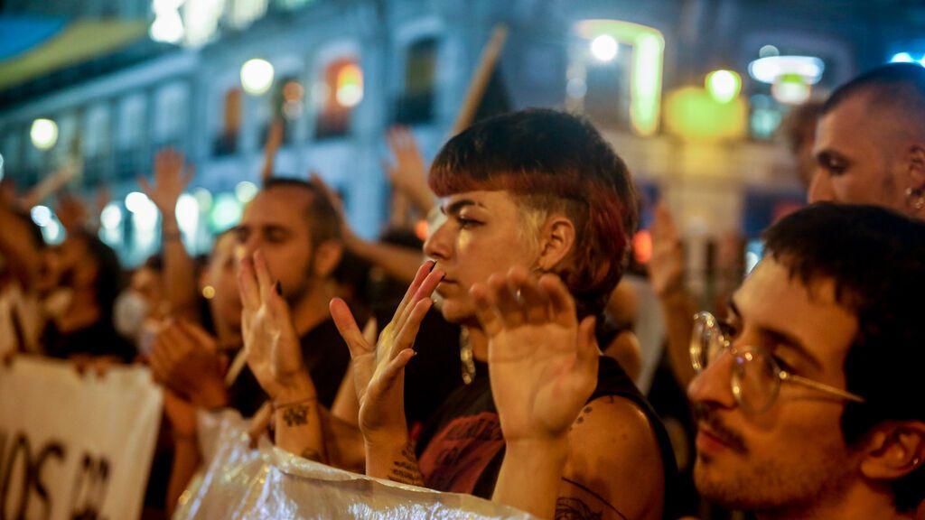 EuropaPress_3921611_varios_manifestantes_concentracion_puerta_sol_contra_agresiones_personas