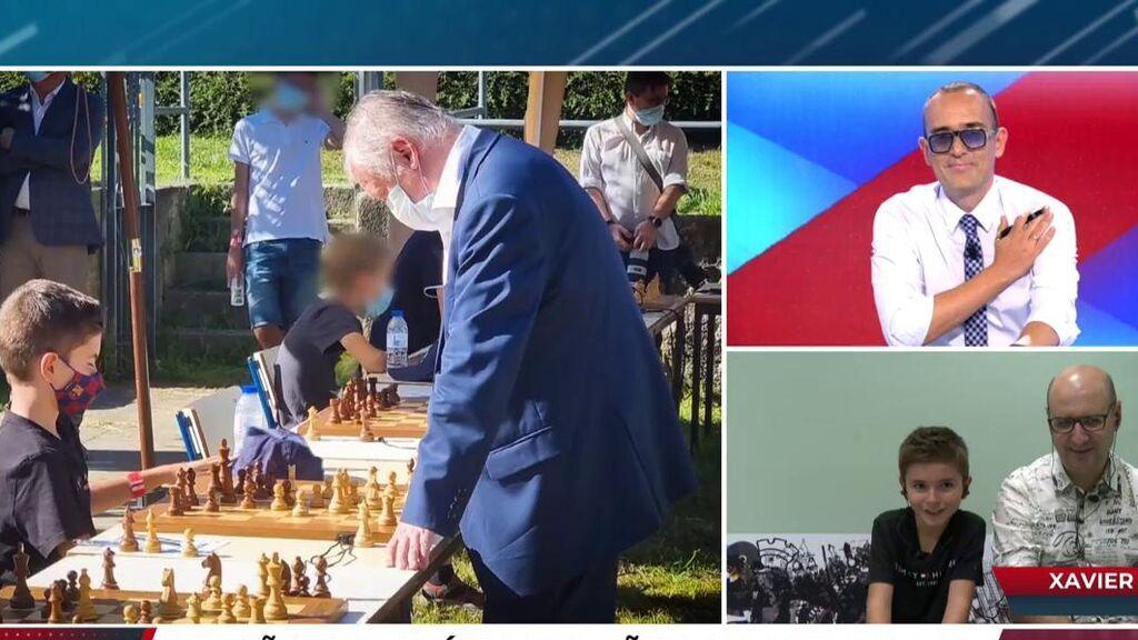 El niño ajedrecista que ha firmado tablas con Kárpov se declara fan de Risto