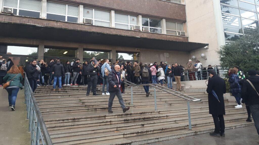150.000 personas se examinan este domingo en toda España para cubrir 3.381 puestos fijos en Correos