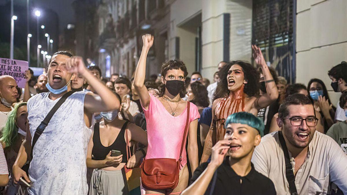 Cataluña levanta este viernes las restricciones que limitaban las reuniones y manifestaciones