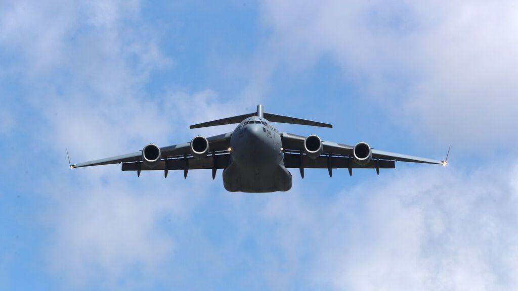 Austria acusa a un avión de la OTAN de volar como un 'kamikaze' en una autopista y lo expulsa de su espacio aéreo