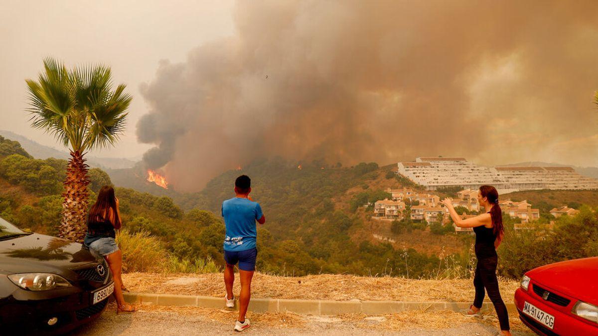 Un millar de personas confinadas, mil desalojados y 5.000 hectáreas afectadas por el incendio de Sierra Bermeja