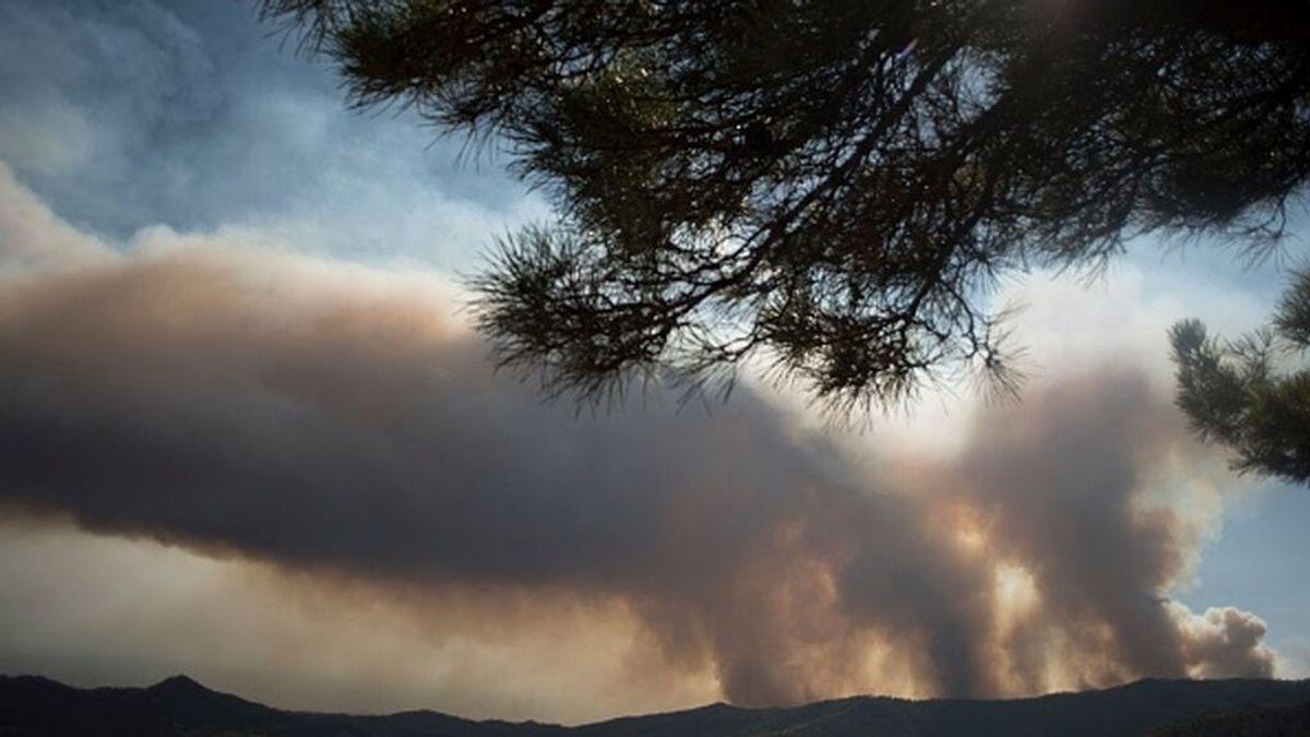 ¿Qué es un pirocúmulo?: la nube de fuego que ha obligado a retirarse a los bomberos de Sierra Bermeja